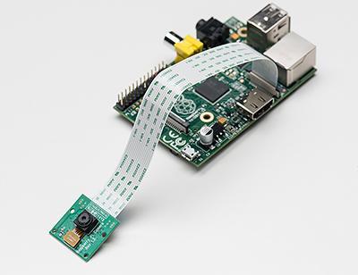 Camera Module được lắp trên bo mạch Raspberry Pi