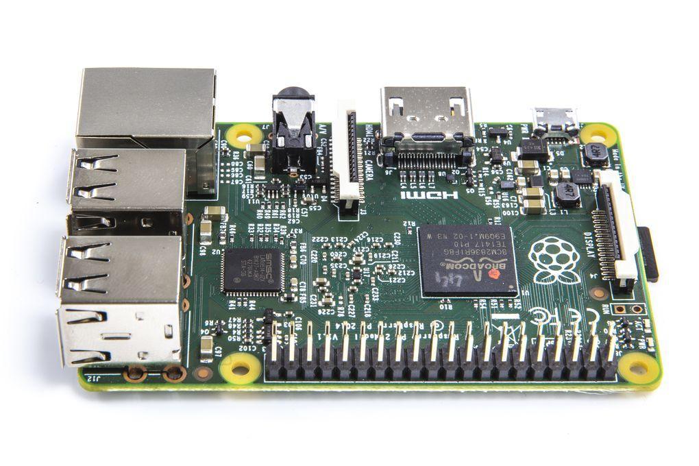 Raspberry Pi 2 với CPU 900MHz và RAM 1GB