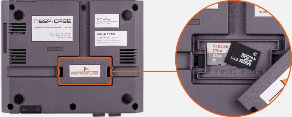 Khay đựng thẻ nhớ ở dưới mặt đáy NESPi Case